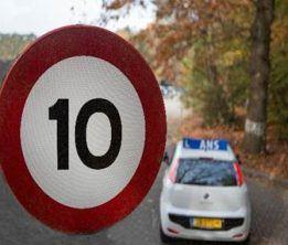 Snelheidsbord 10 km - Fiat autorijschool Ans