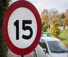 Snelheidsbord 15 km - Fiat autorijschool Ans