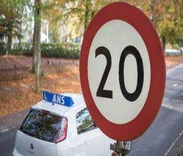 Snelheidsbord 20 km - Fiat autorijschool Ans